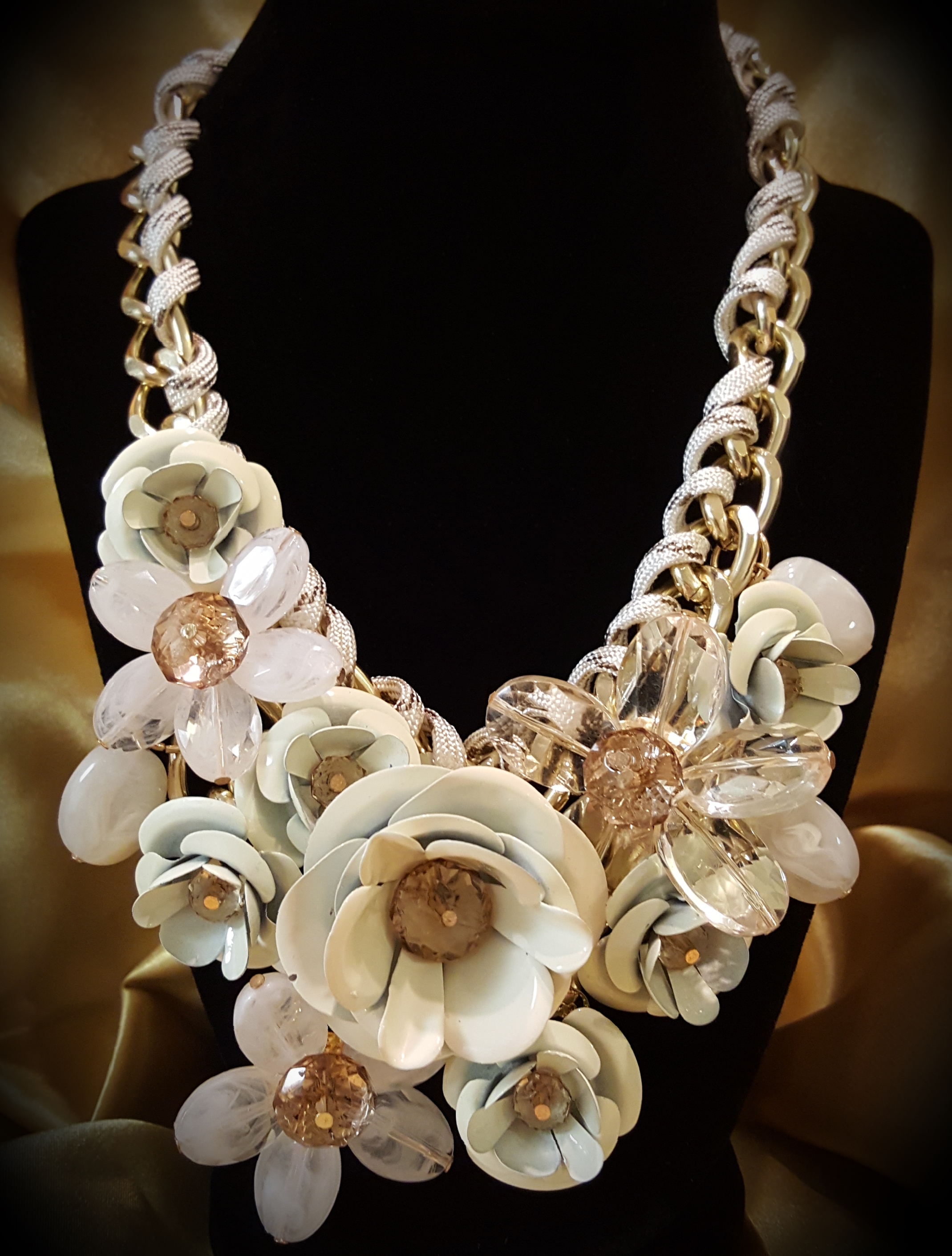 White Crystal Flower Necklace – Funky Little Peach